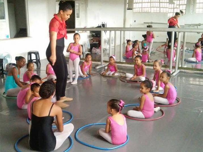Arte como forma de superação. Essa é uma das definições do Projeto Ballet Esperança, situado na rua Tupy, no bairro de Paripe, em Salvador
