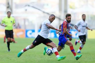 Rubro-negro Patric acabou expulso enquanto o tricolor Allione marcou um golaço (Foto: Felipe Oliveira/EC BAHIA)
