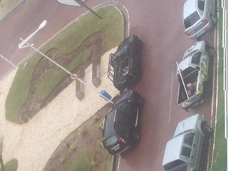 Grenville-veículos-estacionados-irregularmente
