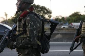 Rio de Janeiro - Tropas do Exército patrulham na Linha Vermelha após  o início da operação de reforço das Forças Armadas na segurança do Rio de Janeiro (Fernando Frazão/Agência Brasil)